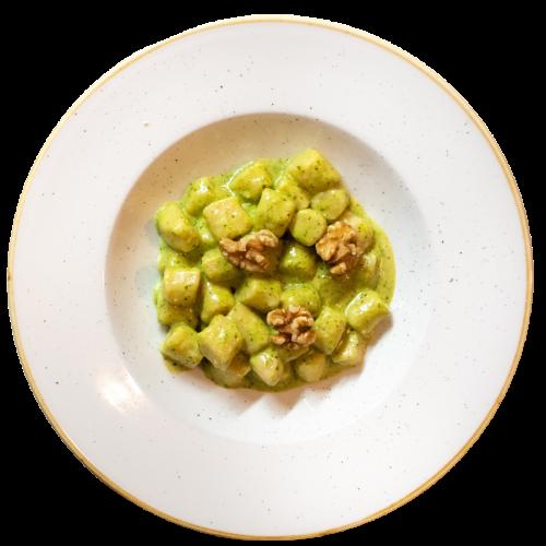 Gnocchi con pesto di basilico, rucola e noci